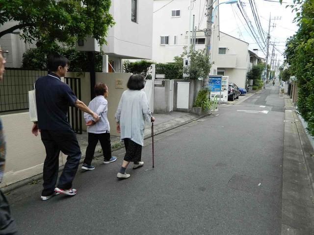 画像2: 屋外歩行始めました。