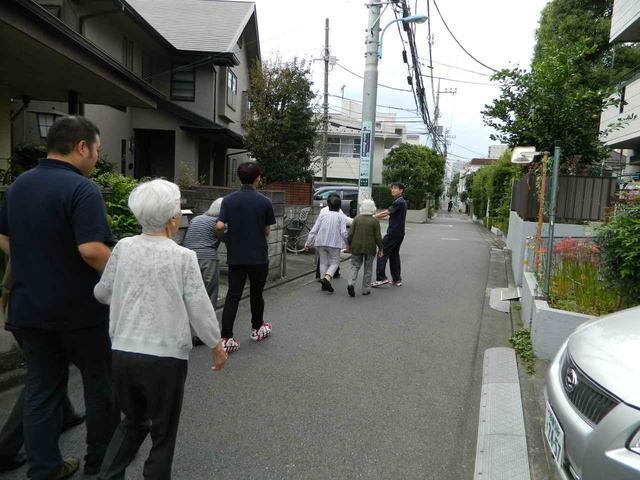 画像1: 屋外歩行始めました。