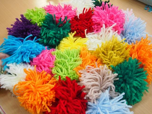 画像1: 手工芸 毛糸のボンボン