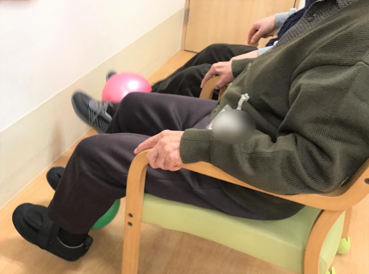 画像: 座位下肢訓練