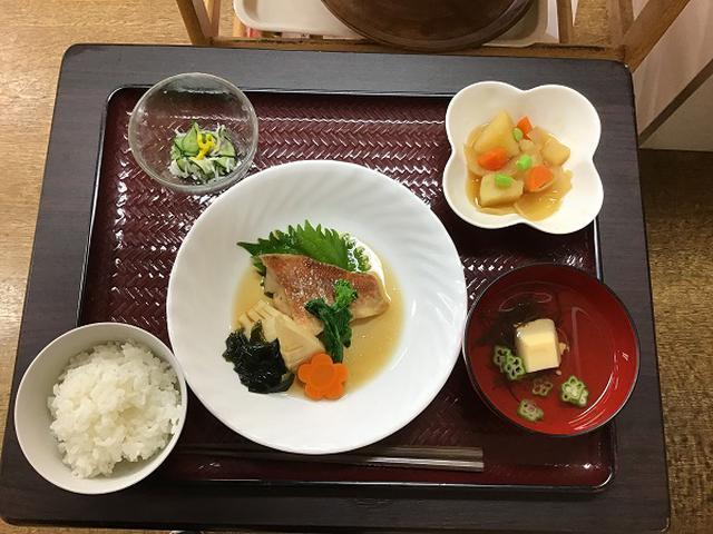 画像: 赤魚の煮つけ じゃがいもの甘煮 キュウリとシラスの酢の物 お吸物
