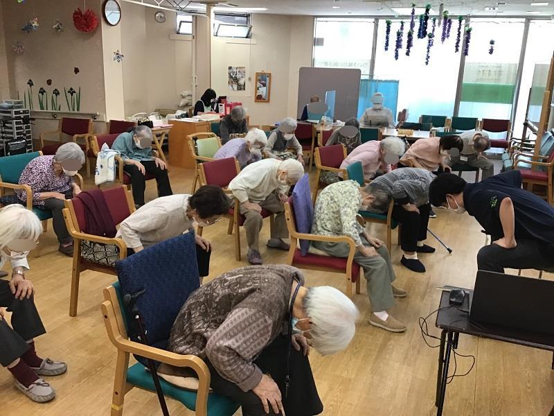 画像3: 理学療法士による体操教室