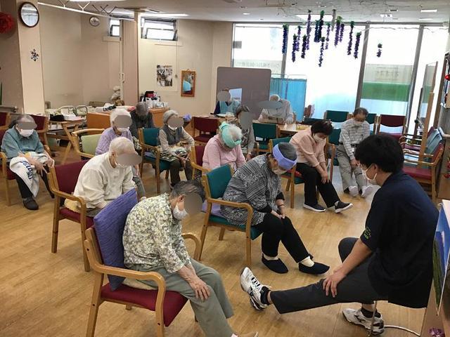 画像2: 理学療法士による体操教室