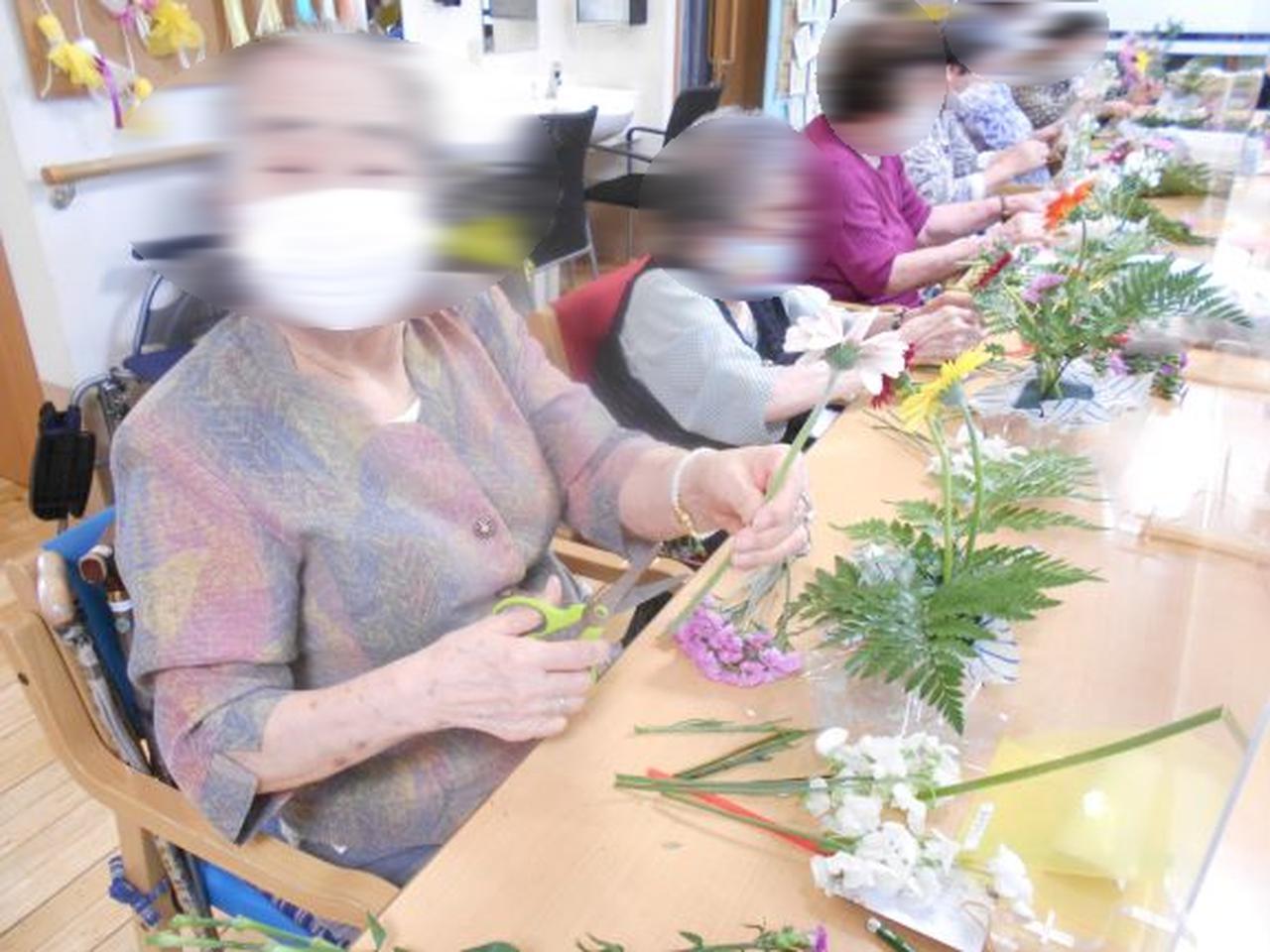 画像3: 人気の「フラワーアレンジメント教室」 5種類のお花を自分好みにアレンジしましょう。