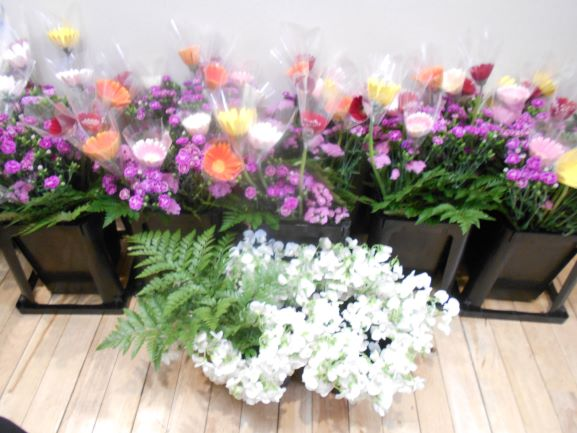 画像2: 人気の「フラワーアレンジメント教室」 5種類のお花を自分好みにアレンジしましょう。