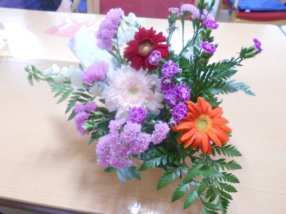 画像6: 人気の「フラワーアレンジメント教室」 5種類のお花を自分好みにアレンジしましょう。