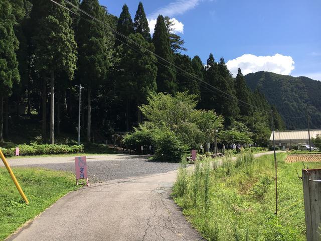 画像: モネの池までの道