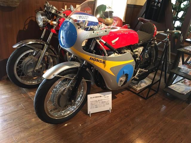 画像: バイクには説明ボードが付けられていますので、筆者のような知識の無い人にも優しい展示です。