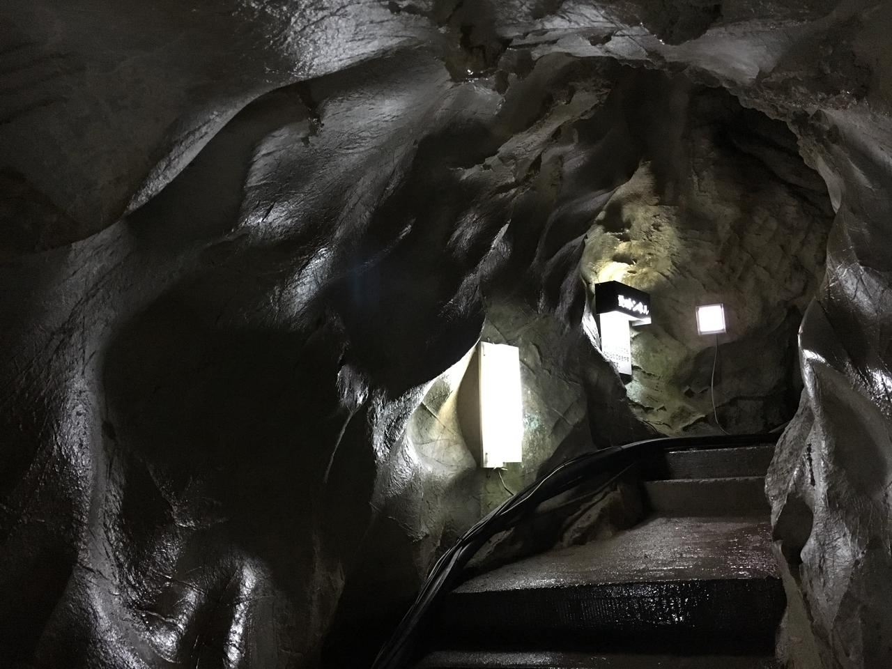 画像: 愛のトンネル。白くやさしい曲線美がつづく。