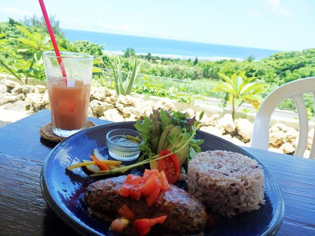 画像: 宮古島の海を一望できるカフェ『とぅんからや』-沖縄旅行激安予約サイトの沖縄旅予約ドットコム