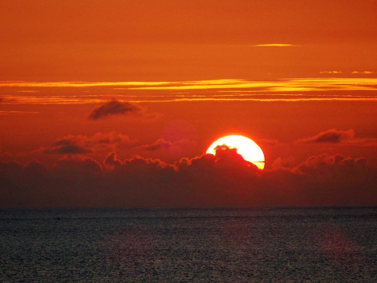 画像: 宮古島東急ホテル から見る美しすぎる残照-沖縄旅行激安予約サイトの沖縄旅予約ドットコム