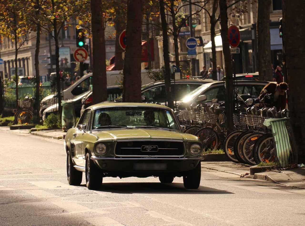 """画像: こんな""""古典""""もときおり。初代フォード・マスタング。"""