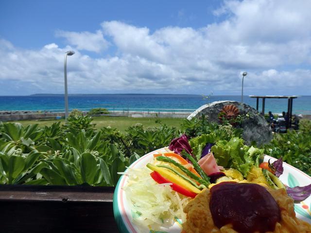 画像: 宮古島最北端の池間島で海を眺めて極上ランチ『Cafeタソス』 – 沖縄旅行・激安ツアー沖縄旅予約ドットコム
