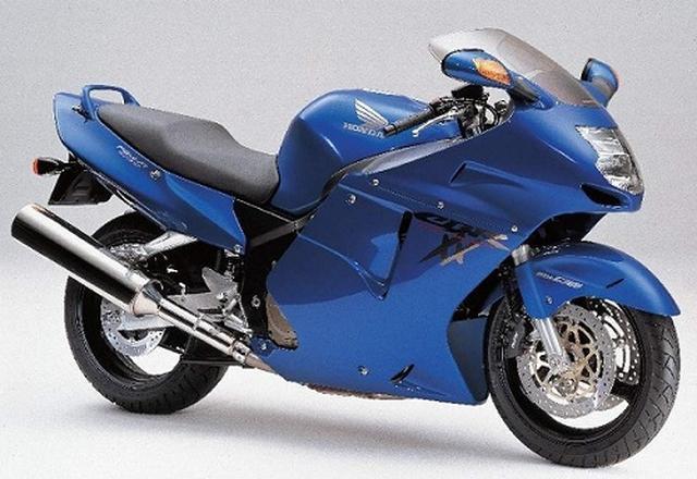 画像: Photo from http://www.motorcyclespecs.co.za/model/Honda/honda_cbr1100xx%2000.htm