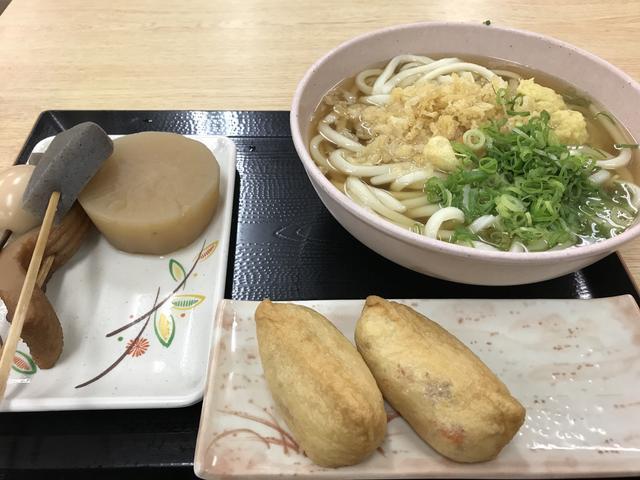 画像: 地元の高校生に負けないようにうどん以外にもおでんにお稲荷さんに、食べ過ぎてしまった。