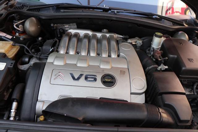 画像: V6エンジンの静粛性は高く、スムーズに回り、不足なく加速する。