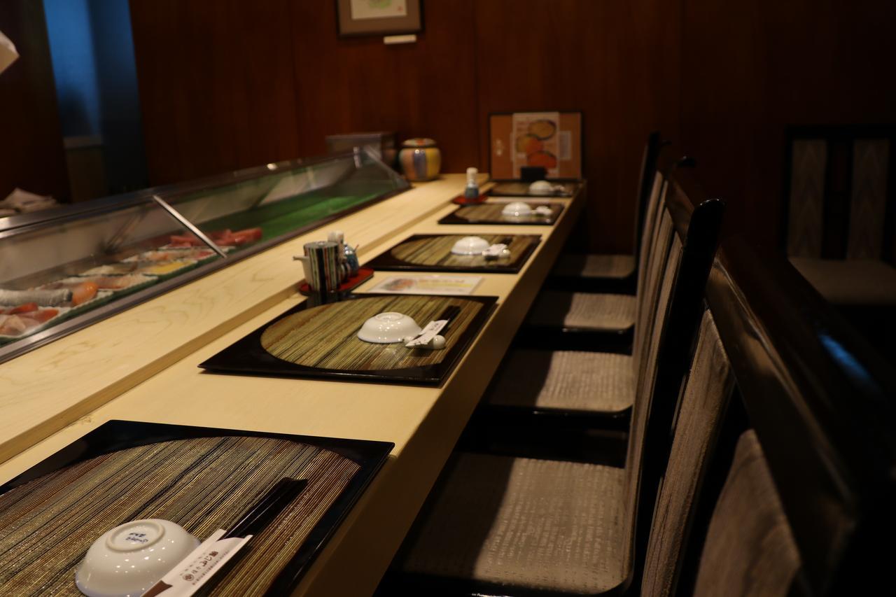 画像1: 落ち着いた店内でしっとりお寿司タイム