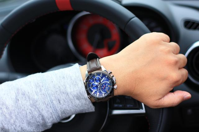 画像9: デザインにも性能にも拘りたい輸入車オーナーへ。 クルマ好きが上がる最新腕時計をモータージャーナリスト嶋田智之さんが徹底インプレッション