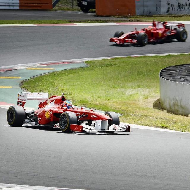 画像: ハイライトは何と言っても、歴代F1のサーキット走行。時代を髣髴させる走行シーンを満喫することができた。