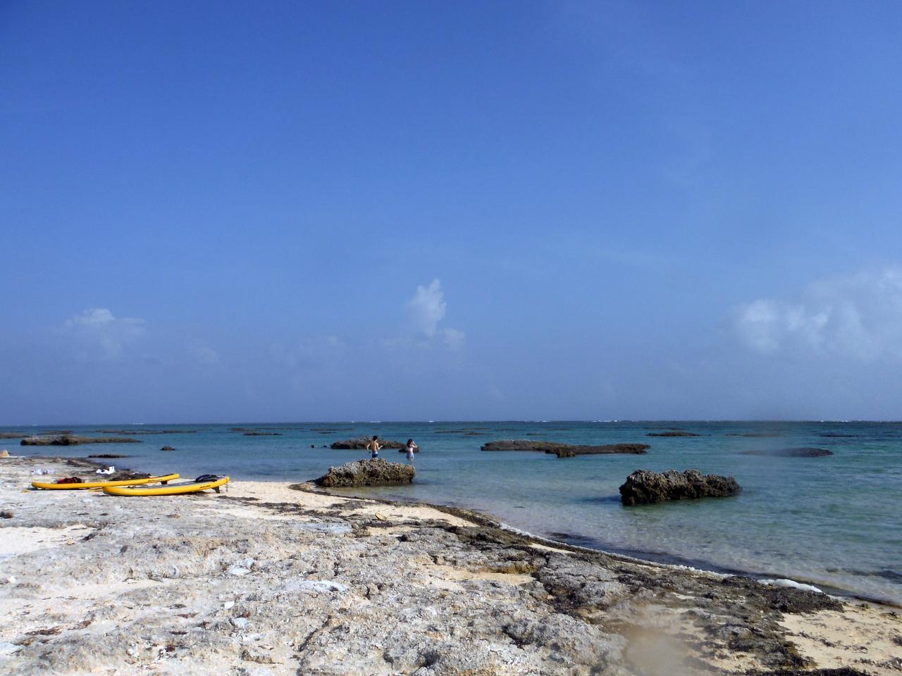 画像: サイプレスリゾート久米島のプライベートビーチを満喫♪-沖縄旅行激安予約サイトの沖縄旅予約ドットコム