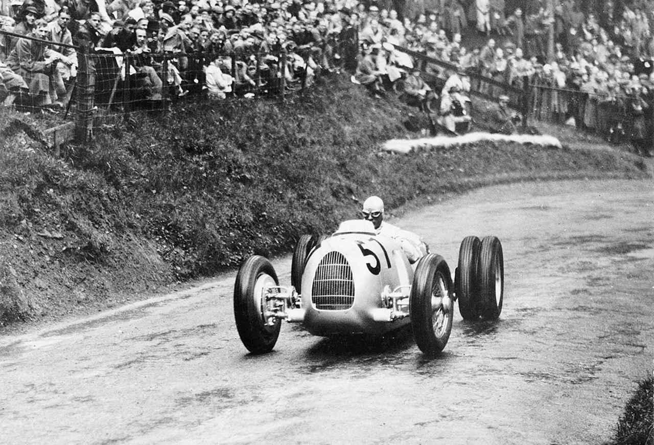 画像: 【アウトウニオン・タイプC】 1930年代にレースを席巻したアウトウニオンのレーシングカー。ホルヒが開発を手がけた。タイプCは6ℓV16+ルーツ式のスーパーチャージャー付きエンジンから520psと最高速度340km/hという途方もない性能を得ていた。 www.favcars.com