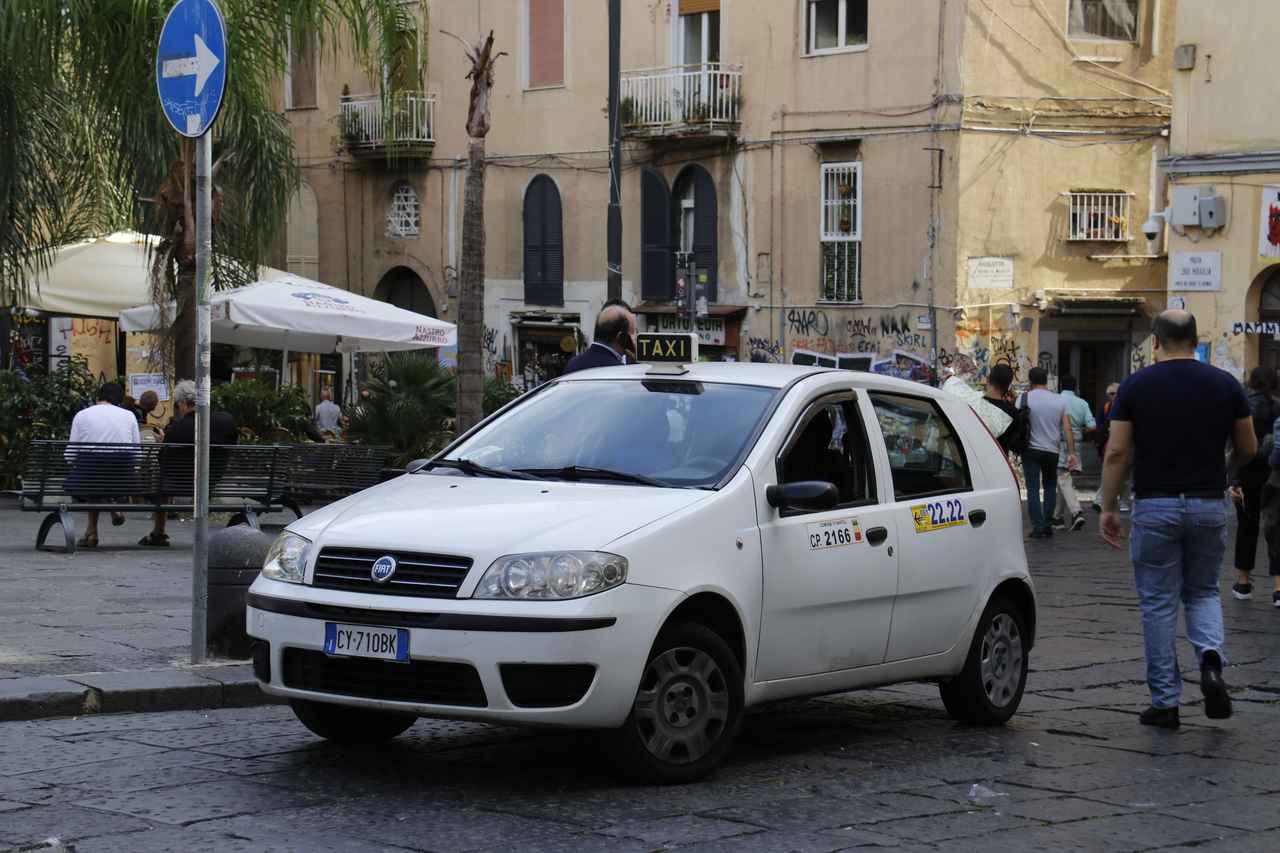 画像: タクシー編も少々。2代目フィアット・プント。