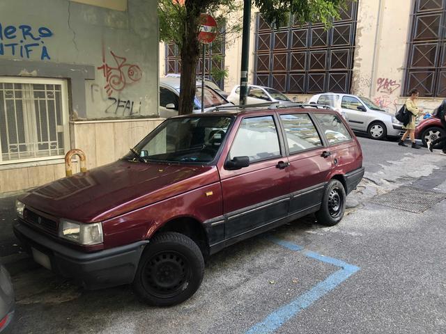 画像: 「イノチェンティ」ブランド末期のモデル「エルバ」。元はブラジル・フィアット製造による「フィアット・ウーノ」のワゴン版である。こちらも最低21年もの。