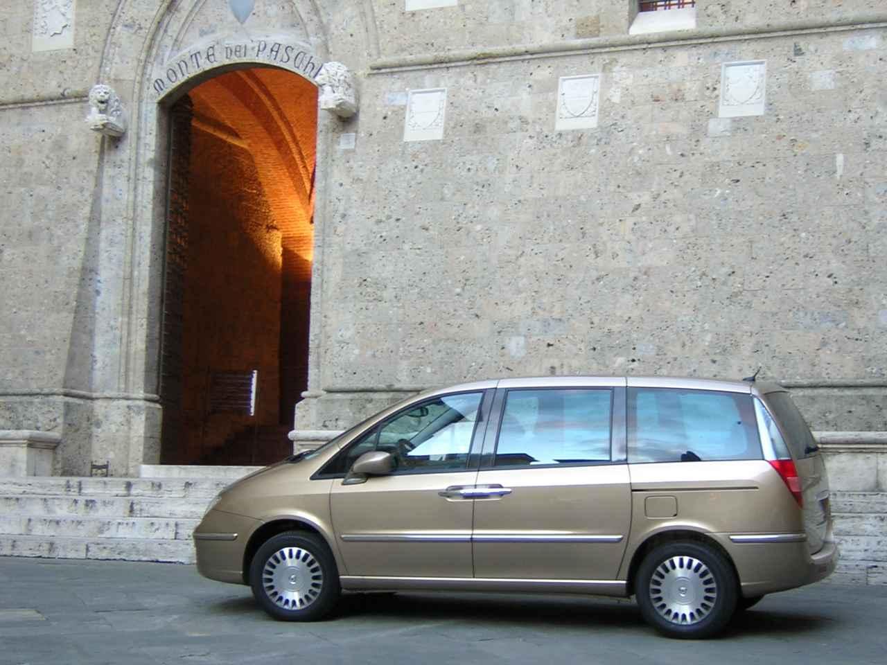 画像: 一般家庭でも興味を示したMPVは、このランチア・フェドラ(および姉妹車のフィアット・ウリッセ。2002年-2010年)が最後であった。2005年撮影。