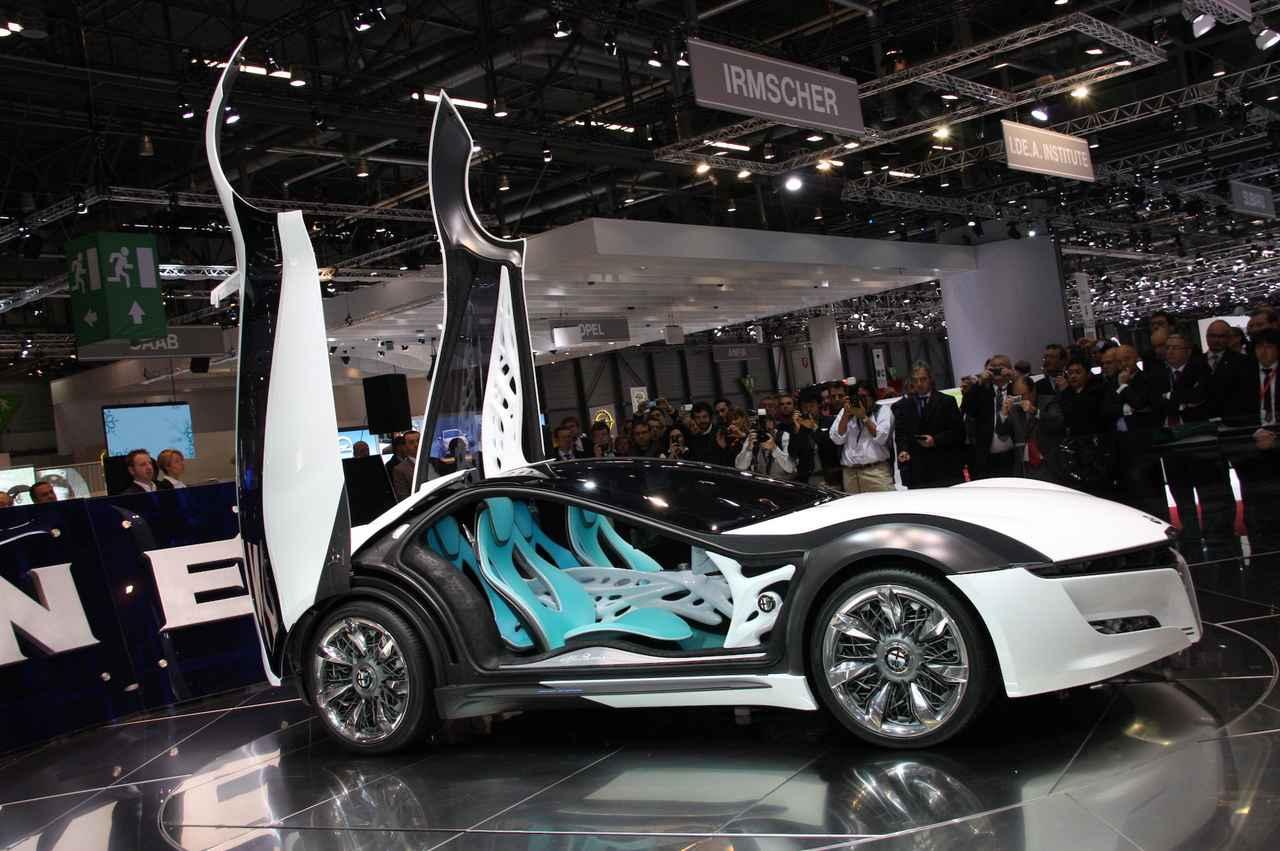画像: マイケル・ロビンソンがベルトーネのデザインチームを率いていた時代に発表した2010年アルファ・ロメオ・パンデオン