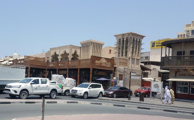 画像: オールド・ドバイは、近代都市になる以前のかつてのドバイのイメージが色濃く残り、スークを中心に中東らしい雰囲気に包まれる。
