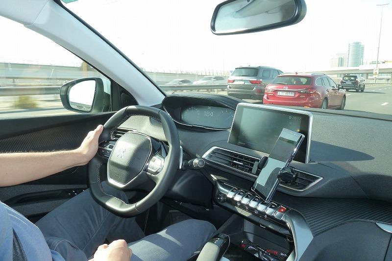 画像: 市街地の高速の制限速度は、120km/h程度で、流れはスムーズ。実に走りやすい。