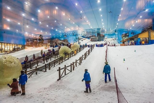 画像: ドバイ・モールに次ぐ、ドバイで2番目の『モール・オブ・ジ・エミレーツ』には世界最大の室内スキー場がある。