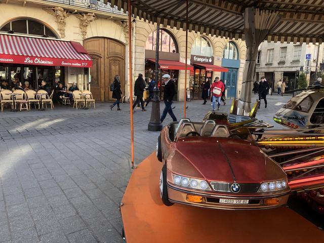 画像: パリにて。その全幅からしてキャディラック・アランテあたりかと思いきや、BMWZ3のつもりらしい。