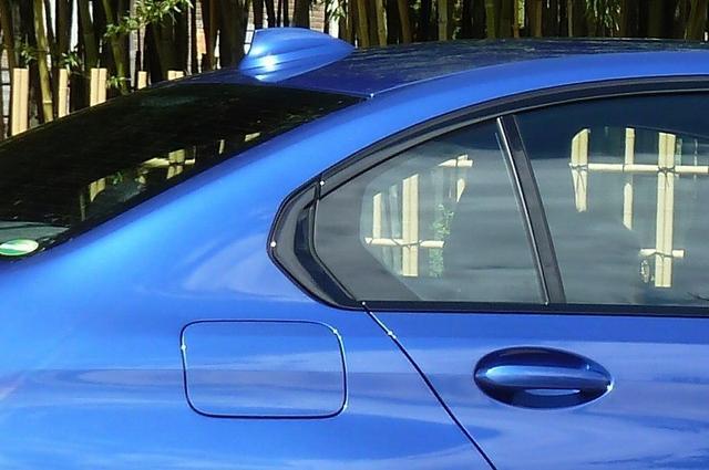 画像: BMWセダンの伝統とも言うべき『ホフマイスターキンク』と呼ばれるクォーターウィンドウの処理は、Cピラーとの組み合わせによって3シリーズの特徴にひとつになっている。