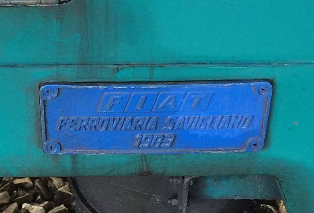 画像: フィアット製気動車のプレートには、懐かしいFIATロゴが。