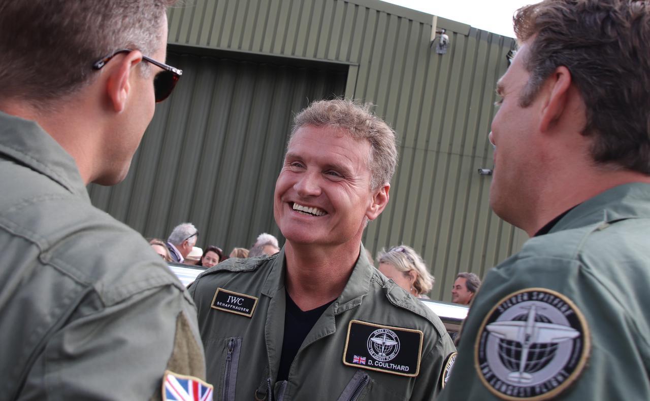 画像: 元F1ドライバー、デビッド・クルサード。飛行パイロットとサポートクルーたちにエールを送った。