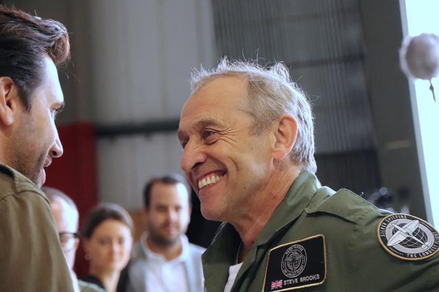 画像: スティーブ=ボールトビー・ブルックス氏は、不動産ビジネスで活躍の傍ら、ヘリコプターで空の冒険を開始。やがてイギリス空軍が誇る歴史的名機の魅力に魅せられ、スピットファイア専門フライトスクールの校長となる。