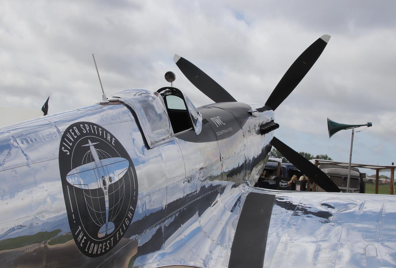 画像: 「シルバース・スピットファイア」ことスピットファイアLF MK Ⅸの最高飛行高度は43,000フィート(約13,100メートル)、最高速度は650km/h。
