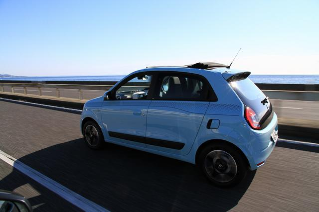 画像14: オープンカー好き女子がトゥインゴのキャンバストップに乗ってみた! 【JAIA 輸入車試乗会】