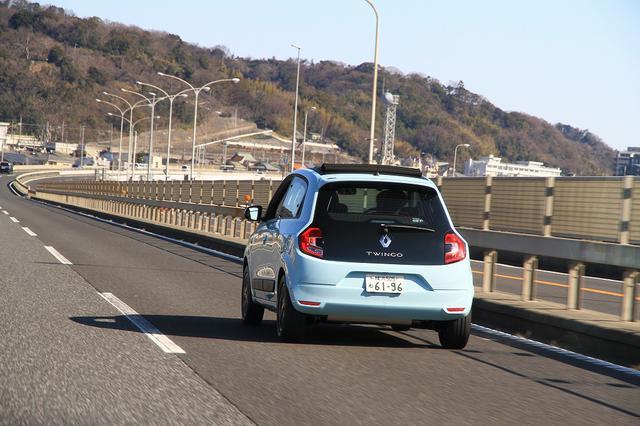 画像15: オープンカー好き女子がトゥインゴのキャンバストップに乗ってみた! 【JAIA 輸入車試乗会】
