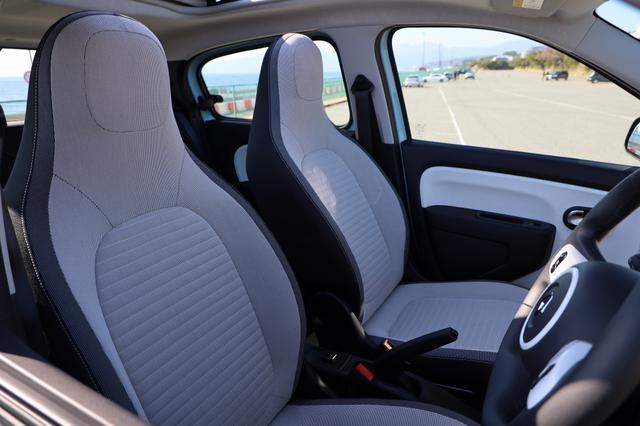画像10: オープンカー好き女子がトゥインゴのキャンバストップに乗ってみた! 【JAIA 輸入車試乗会】