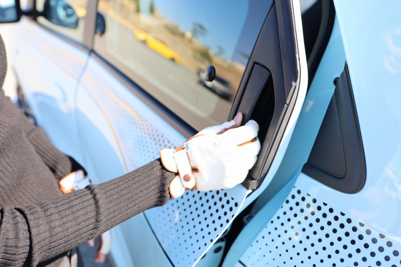 画像8: オープンカー好き女子がトゥインゴのキャンバストップに乗ってみた! 【JAIA 輸入車試乗会 vol.1】