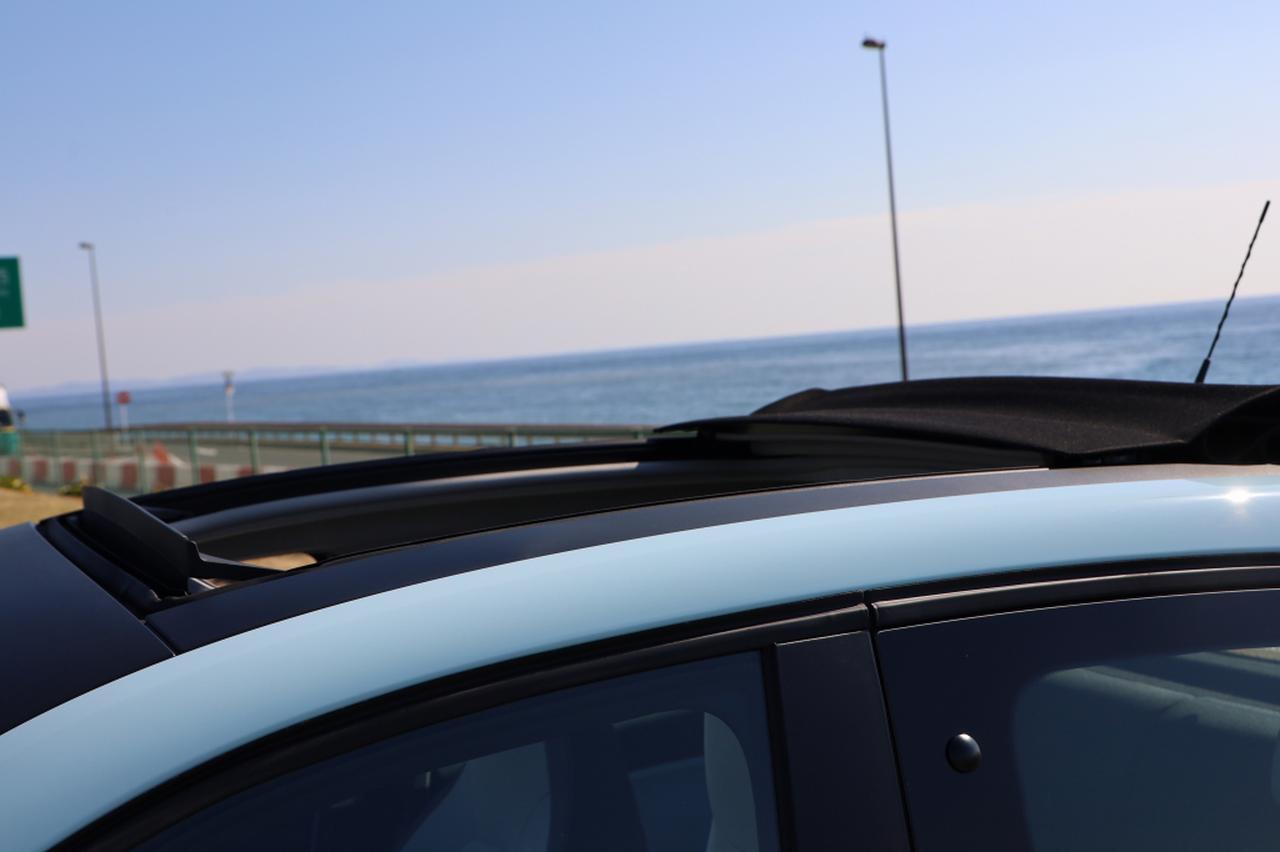 画像6: オープンカー好き女子がトゥインゴのキャンバストップに乗ってみた! 【JAIA 輸入車試乗会 vol.1】