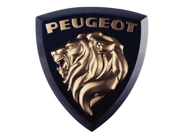 画像: 1960年頃。たてがみを風になびかせたライオンが404で初お目見え。現在のデザインと比べるとガラっと印象が変わりますが、平面ながらもたてがみは立体的で高級感がありますね。「PEUGEOT」の文字が一段と目につくデザインですね。