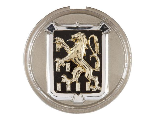 画像: 1948年頃。ついにライオン離れしたあの有名な二足歩行のデザインに!これなら「プジョーだ!」ってすぐにわかります。フランシュ=コンテ州紋章だそうで203からこちらのエンブレムに採用されました。