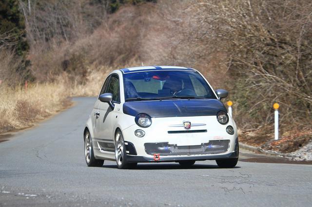 画像: 【今回ベース車となったABARTH500 esse esse(FF/5MT)の基本スペック】 全長×全幅×全高=3655×1625×1515mm/ホイールベース=2300mm/車重=1110kg/駆動方式=FF/1.4リッター直4DOHC16バルブターボ(135ps/5500rpm、21.0kgm/3000rpm)