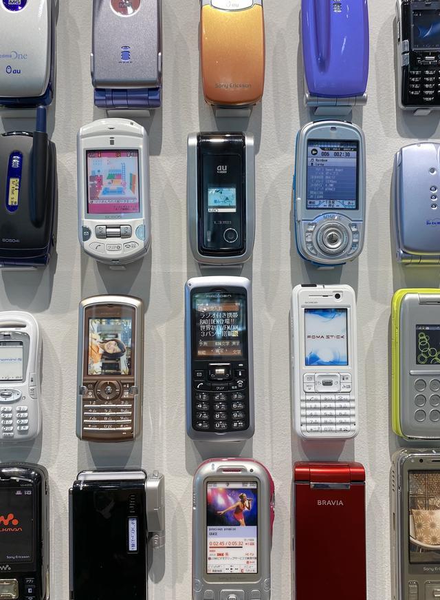 画像: 2001年に設立されたソニー・エリクソン・モバイルコミュニケーションズが手掛けたフューチャーフォンの数々。