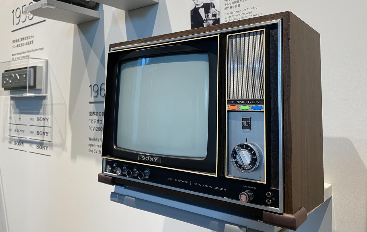 画像: トリニトロン方式カラーテレビ1号機である1968年「KV-1310」。従来のシャドーマスク方式と比べて2倍相当の明るさを実現した。