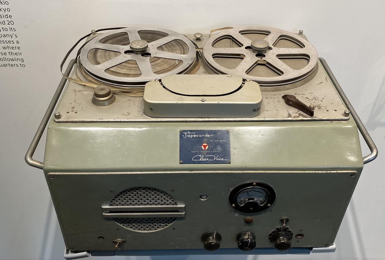 画像: 日本初のテープレコーダーである「G型テープレコーダー」。裁判所をはじめとする官公庁需要が中心だった。