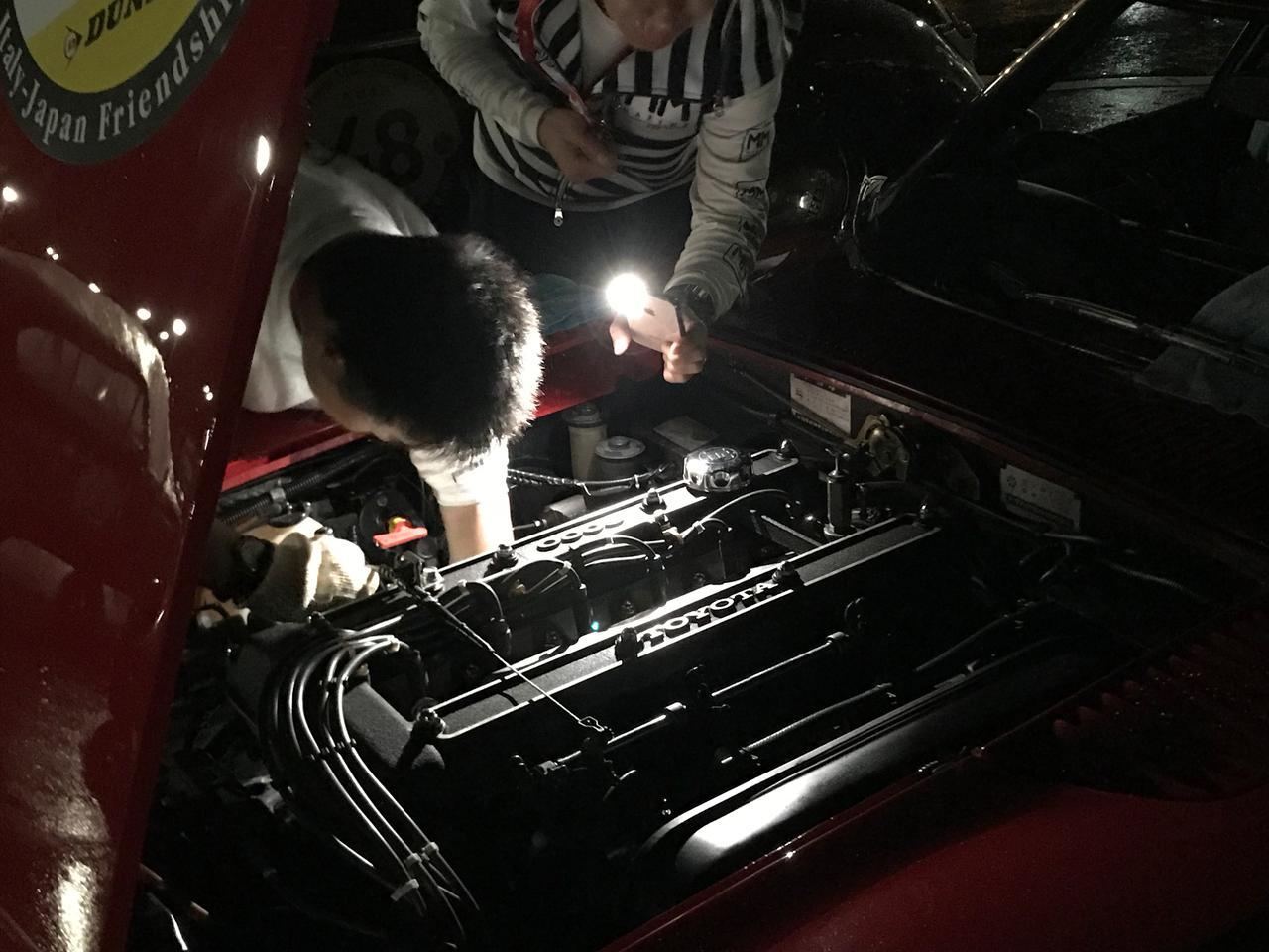 画像: トヨタ2000GTのエンジンは愛でるだけのお飾りでは無論ない。調整で万全を期し美しいエンジンは翌朝も元気に目を覚ましていた。